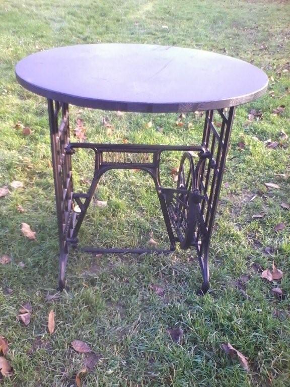 náhled Dřevěný kulatý stůl