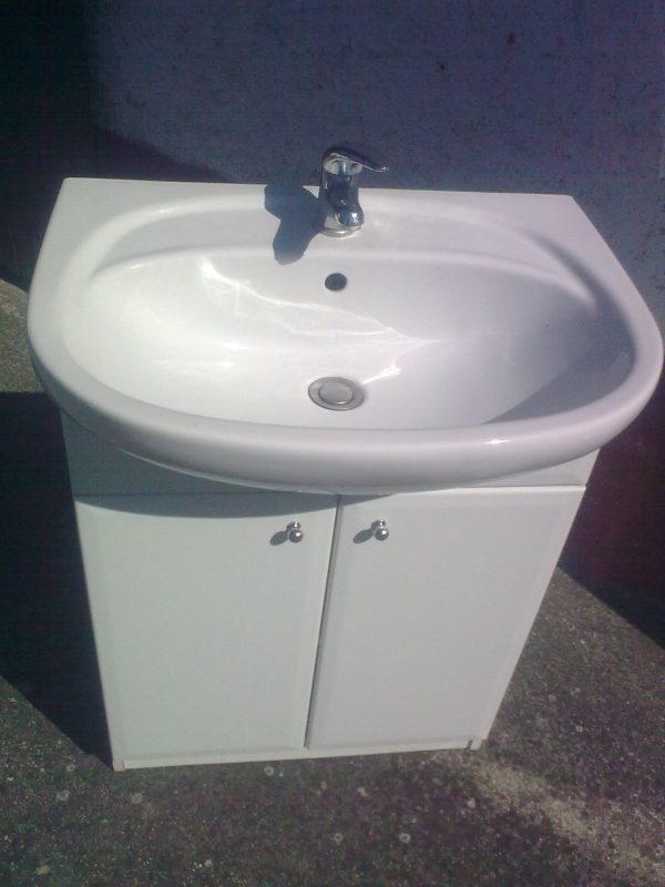 náhled Prodám levně koupelnovou skříňku s umyvadlem a baterií.Osobní odběr.