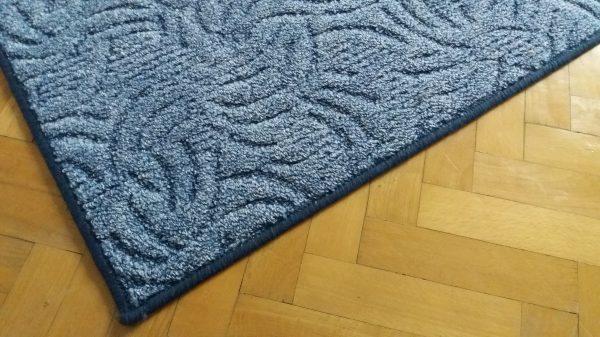 náhled Modrý kvalitně obšitý koberec