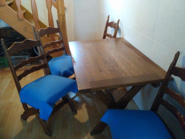 náhled Prodám stůl + 4 židle