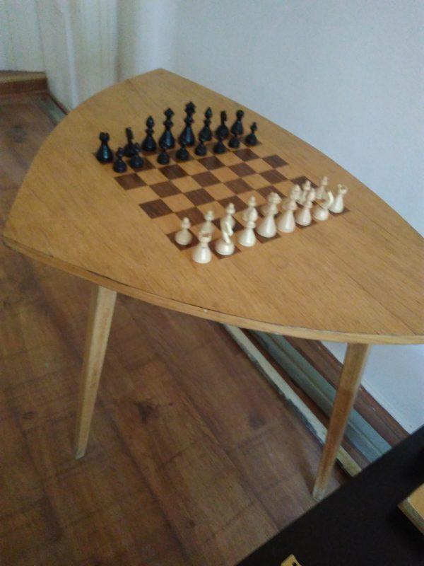náhled Dřevěný šachový stolík s dřevěnými figurkami