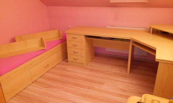 náhled Psací stůl, postel a poličky