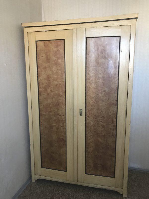 náhled Starožitná šatní skříň