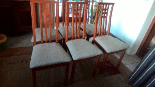 náhled Rozkládací stůl a šest židlí