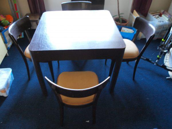 náhled Stylový rozkládací jídelní stůl a 4 čalouněné židle