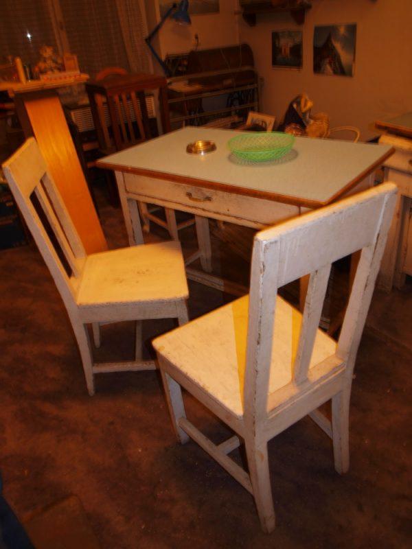 náhled Stůl se dvěma židlemi