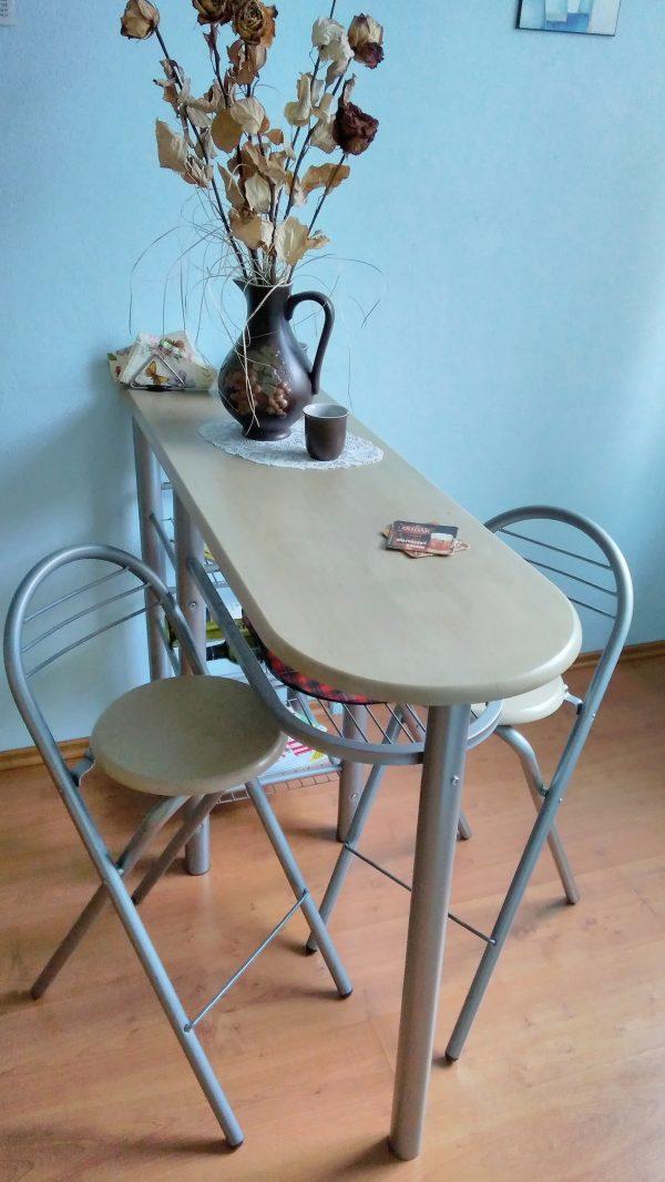 náhled Prodávám jídelní stolek se stoličkami