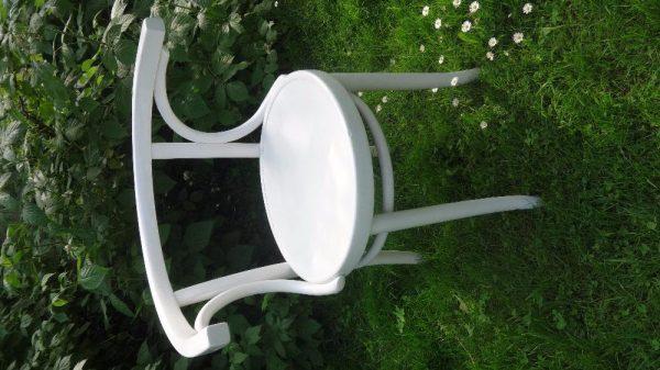 náhled dřevěná židle, bíle lakovaná, s dekorativním opěradlem z ohýbaného dřeva