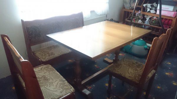 náhled Jídelní stůl s lavicí a dvěma židlemi