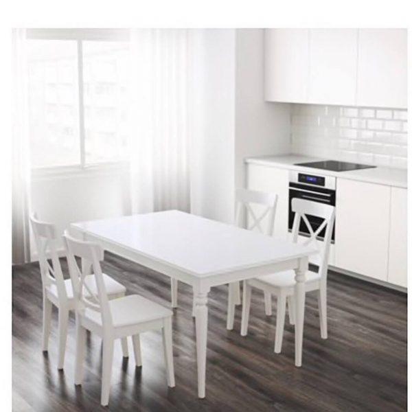 náhled jídelní stůl a židle, kuchyňský set.