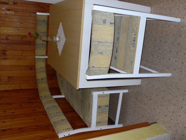 náhled Jídelní stůl, lavice a 2 židle