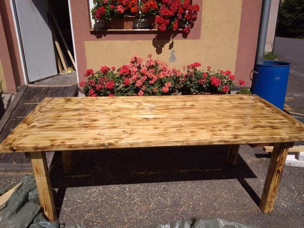 náhled Dřevěný stůl