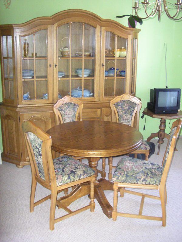náhled Prodám nábytek do jídelny z masivu v rustikálním stylu