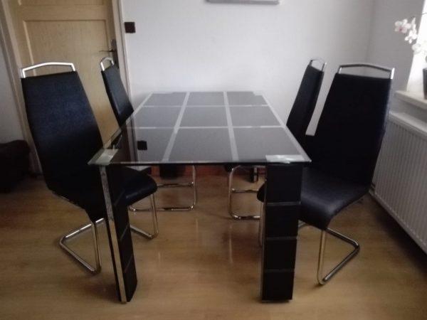 náhled Prodám jídelní stůl a 4 židle