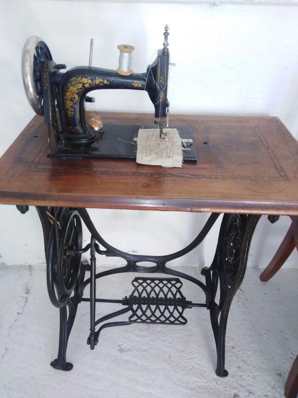 náhled šicí stroj starožitný unikátní