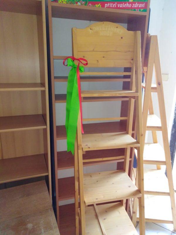 náhled regály dřevěné 2 ks