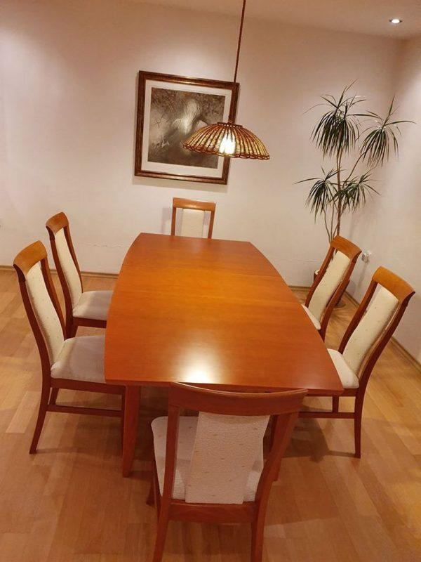 náhled Jídelní stůl z masivu se 6 židlemi.